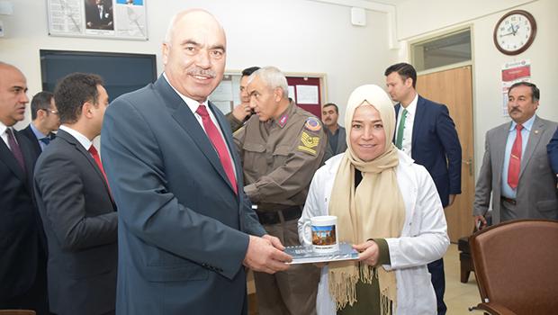 Başkan Aslan'dan Öğretmenler Günü'nde Anlamlı Davranış