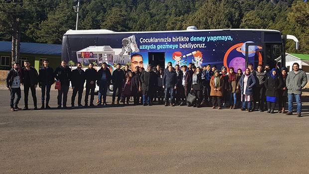 Başkan Çelikcan öğrencileri kampa aldı