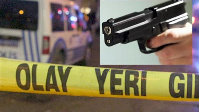 Başına tabanca dayayıp havaya ateş açan şahsı, özel harekat polisleri etkisiz hale getirdi