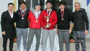 Liseli tenisçilerin şampiyonluk mücadelesi