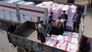 İşadamı Mehmet Güven 4 bin aileye de erzak dağıttı