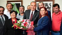 Muhtarlar Adana'nın mührünü Başka Sözlü'ye teslim etti