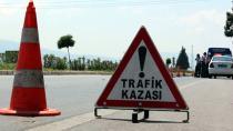 Adana Refüjdeki Ağaçlara Çarpan Otomobil İkiye Bölündü: 5 Yaralı