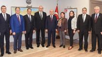 Balkan Türkleri Vali'nin Makamında!