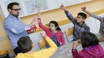 Türkiye'de öğretmenler düşük maaşa daha çok iş yapıyor!
