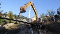 Kozan Belediyesi Türkeli Mahallesine köprü yaptı