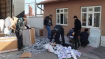 Elbise askısı kolilerinde 40 bin paket kaçak sigara ele geçirildi