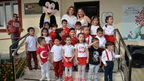 Minik yüreklerde Atatürk sevgisi