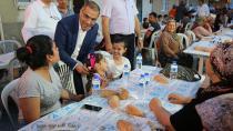 Başkan Çelikcan ilk iftarını vatandaşlarla açtı