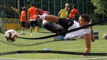 Adanaspor ayak tenisi oynadı...