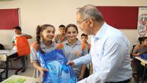 Başkan Çelikcan'dan öğrencilere kırtasiye yardımı