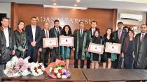 Baro'da İlkokul Öğretmenini Duygulandıran Tören