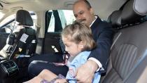 Emniyet müdürü, okula başlayan şehit kızını makam aracıyla götürdü