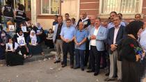 Türk-İş'den oturma eylemi yapan ailelere destek