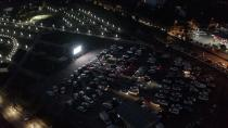 Adana'da vatandaşlar araçlarından film izledi
