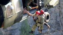 Aladağlar'da kaza geçiren 2 dağcı, askeri helikopterle kurtarıldı