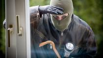 Köpek seslerine uyanan vatandaşlar hırsız yakaladı