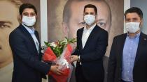 AK Parti Adana İl Gençlik Kolları'nda bayrak değişimi