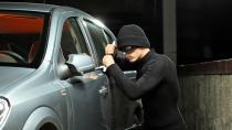 Takip ettikleri otomobilin bagajından 300 bin TL'lik altın çalan 3 kişi yakalandı