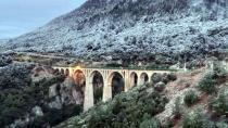 James Bond'un düştüğü köprü kar nedeniyle beyaza büründü