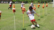 Yüreğir'de Çocuklar Futbolu Eğlenerek Öğreniyor