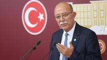 """""""Türk Bayrağının çıkarılması kabul edilemez bir şuursuzluktur"""""""